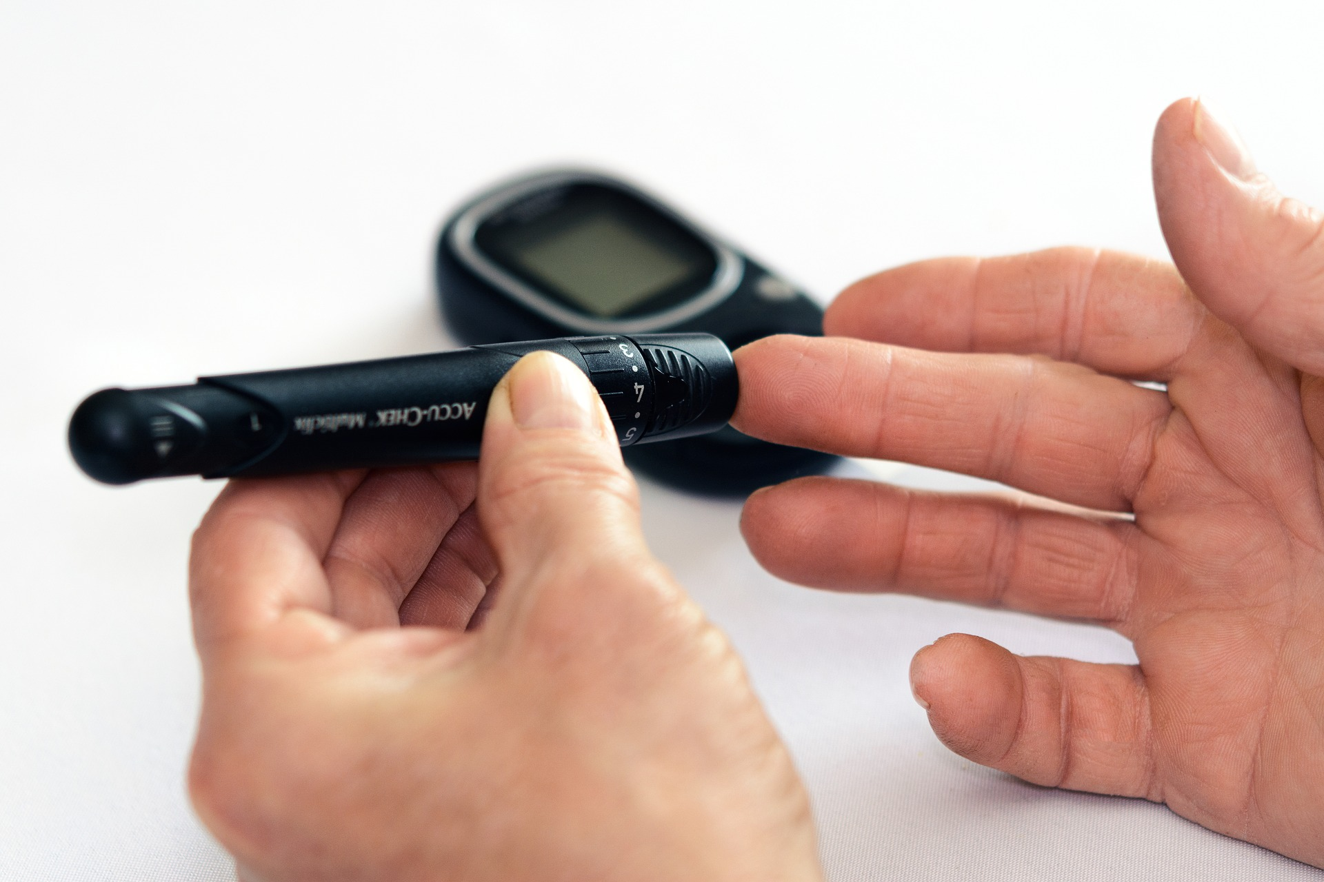 Self glucose monitoring device.